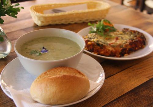 フランクフルトから1時間、緑に囲まれたオーガニックカフェへ