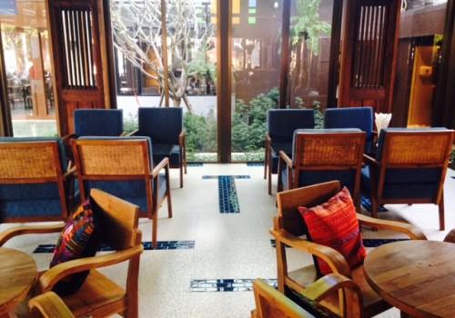 タイの古都チェンマイ|静かな大人の書斎カフェ