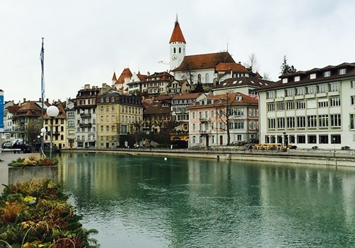 知られざるスイスの可愛い街①トゥーン